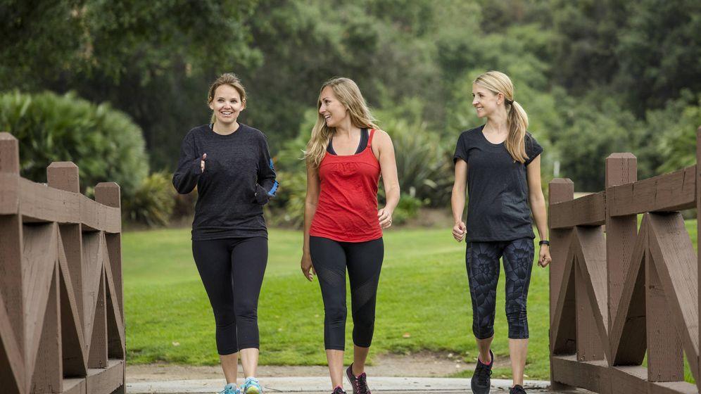 Foto: Un grupo de mujeres que sale a caminar. (iStock)