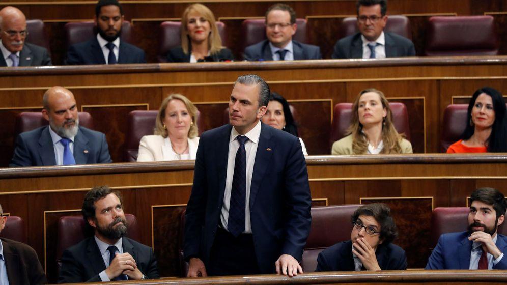 Foto: Javier Ortega Smith en la bancada de Vox en el Congreso de los Diputados. (EFE)