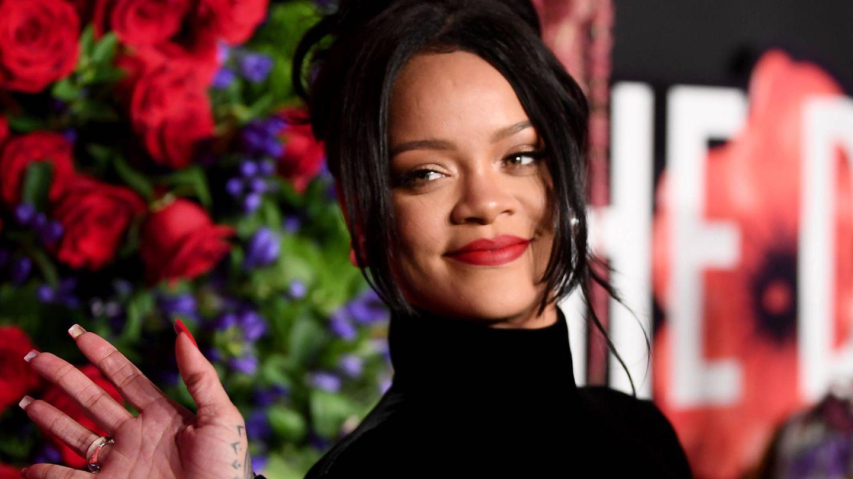 Rihanna y su moño tendencia en su Annual Diamond Ball. (Getty)