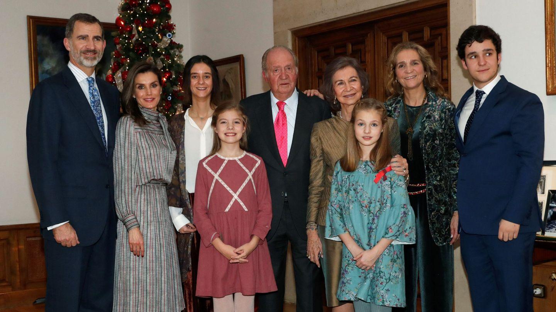 Fotografía oficial del 80 cumpleaños del rey Juan Carlos I, en el Palacio de la Zarzuela. (EFE)