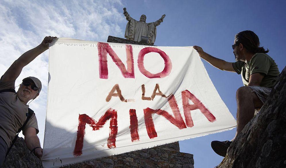 Foto: Concentración en contra del proyecto de mina de litio. (Plataforma Salvemos la Montaña de Cáceres)