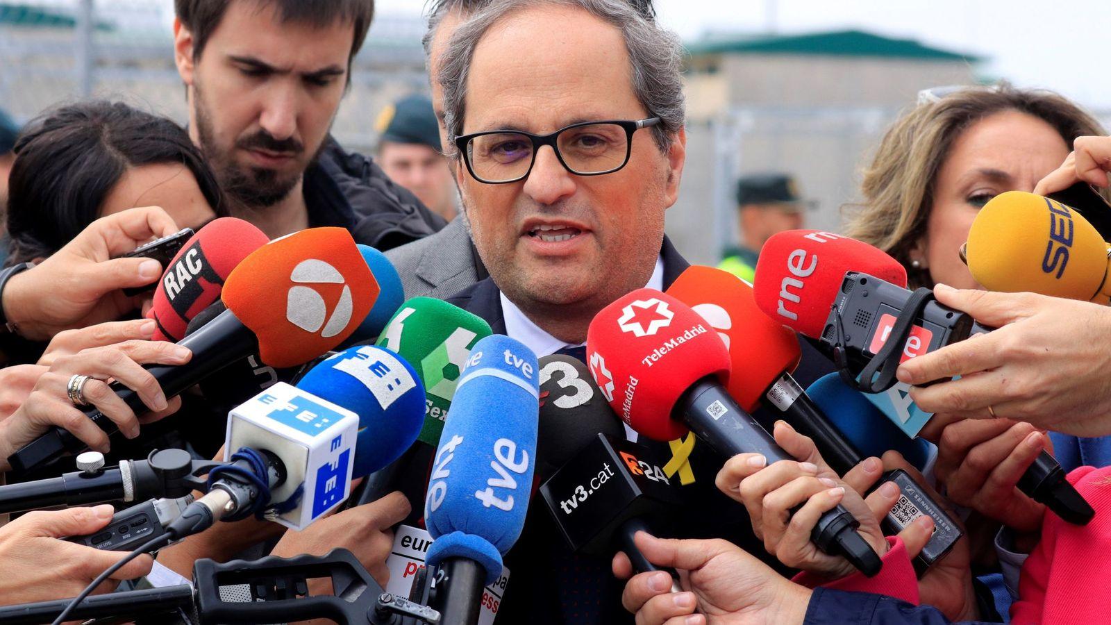 Foto: Quim Torra, en declaraciones a los medios tras visitar en Estremera a Oriol Junqueras, Jordi Turull, Joaquim Forn, Josep Rull y Raül Romeva. (EFE)