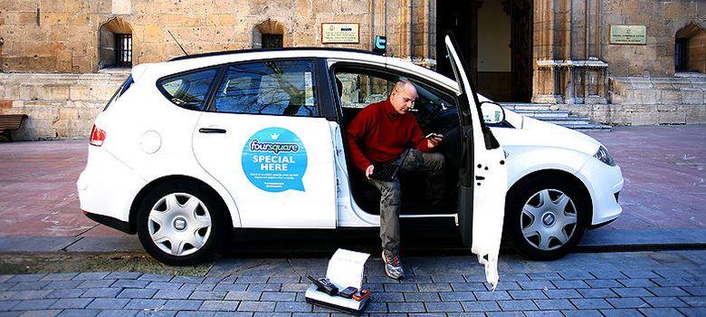 Foto: Rixard García, de 40 años, es conductor de taxi desde 2002, en Oviedo