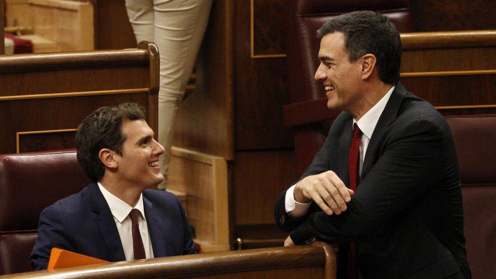 Foto: Albert Rivera y Pedro Sánchez en el Congreso de los Diputados. (EFE)