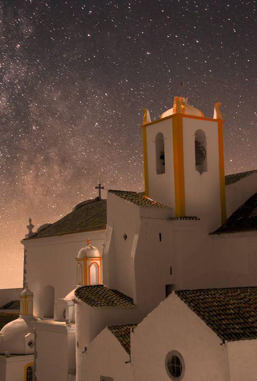 Foto: Tavira, el pueblo perfecto para la Navidad. (Tanguy Sauvin para Unsplash)