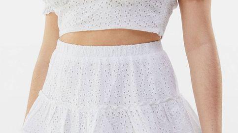 Bershka se adelanta al verano con este dos piezas (top y falda) con troquelados