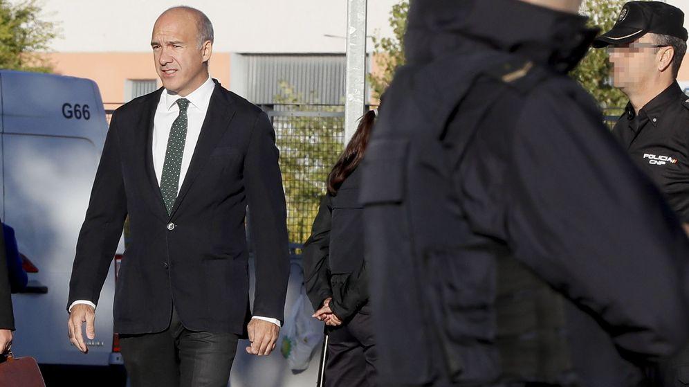 Foto: El empresario Jacobo Gordon, exsocio de Alejandro Agag, uno de los 37 acusados, a su llegada a la sede de la Audiencia Nacional. (EFE)