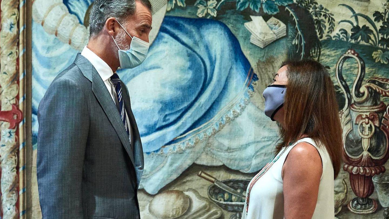 Felipe VI y la presidenta del Govern balear. (Getty)