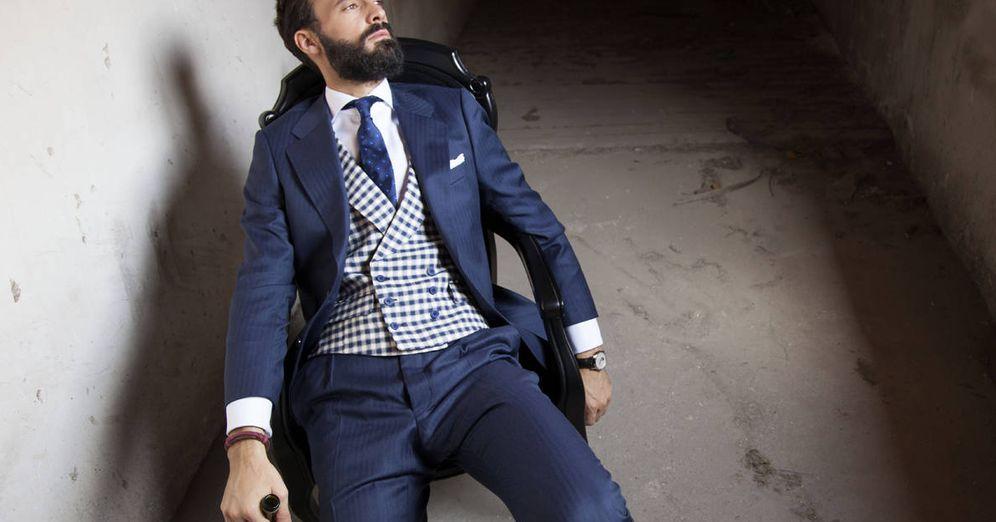 Foto: Chaqué, traje clásico con chaleco o sin él... Aquí, tres opciones para acertar el día de tu boda. (Foto: Anglomania)