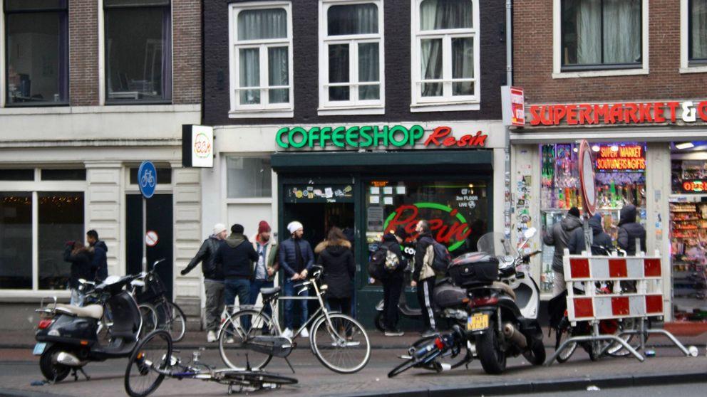 ¿Por qué Holanda quiere echar a los turistas de los 'coffee shops' de Ámsterdam?