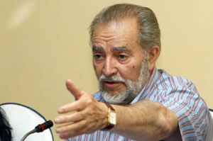 Julio Anguita ingresa en un hospital de Cádiz tras sufrir una arritmia cardíaca