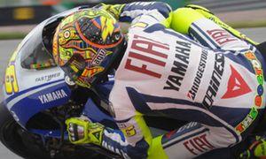 Rossi 'roba' la 'pole' a Jorge Lorenzo en la última vuelta