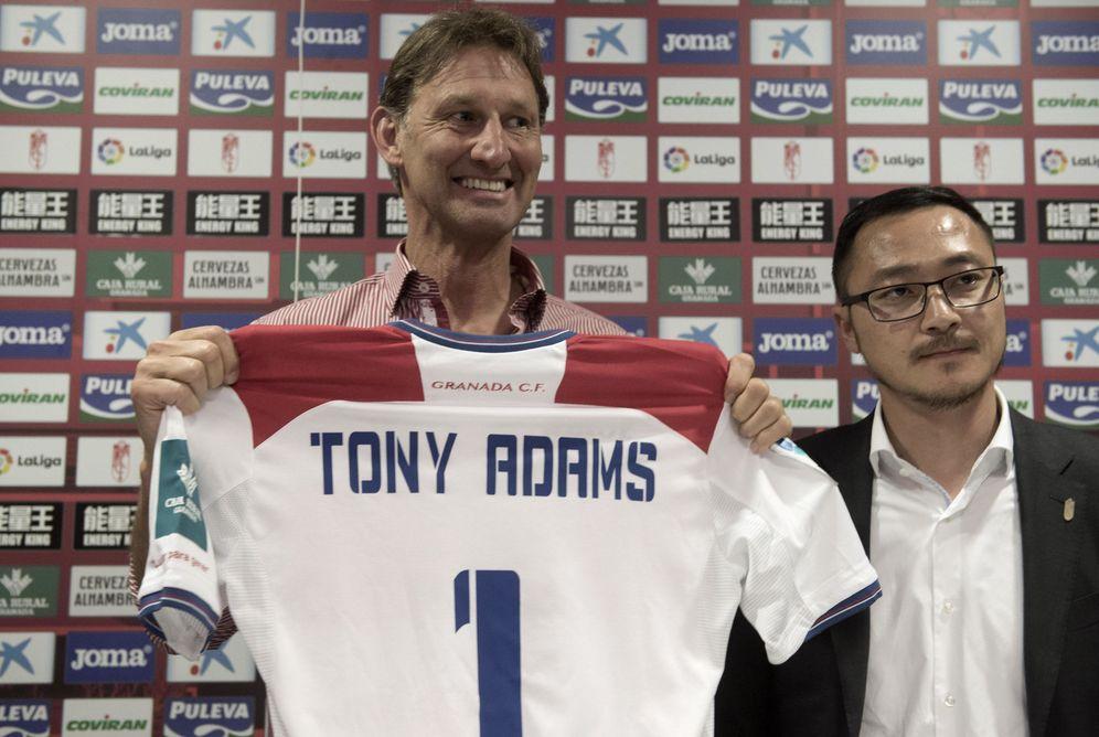 Foto: Tony Adams, durante su presentación como entrenador del Granada. (EFE)