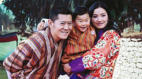 Los primeros pasos del hijo mayor de los reyes de Bután en su camino al trono