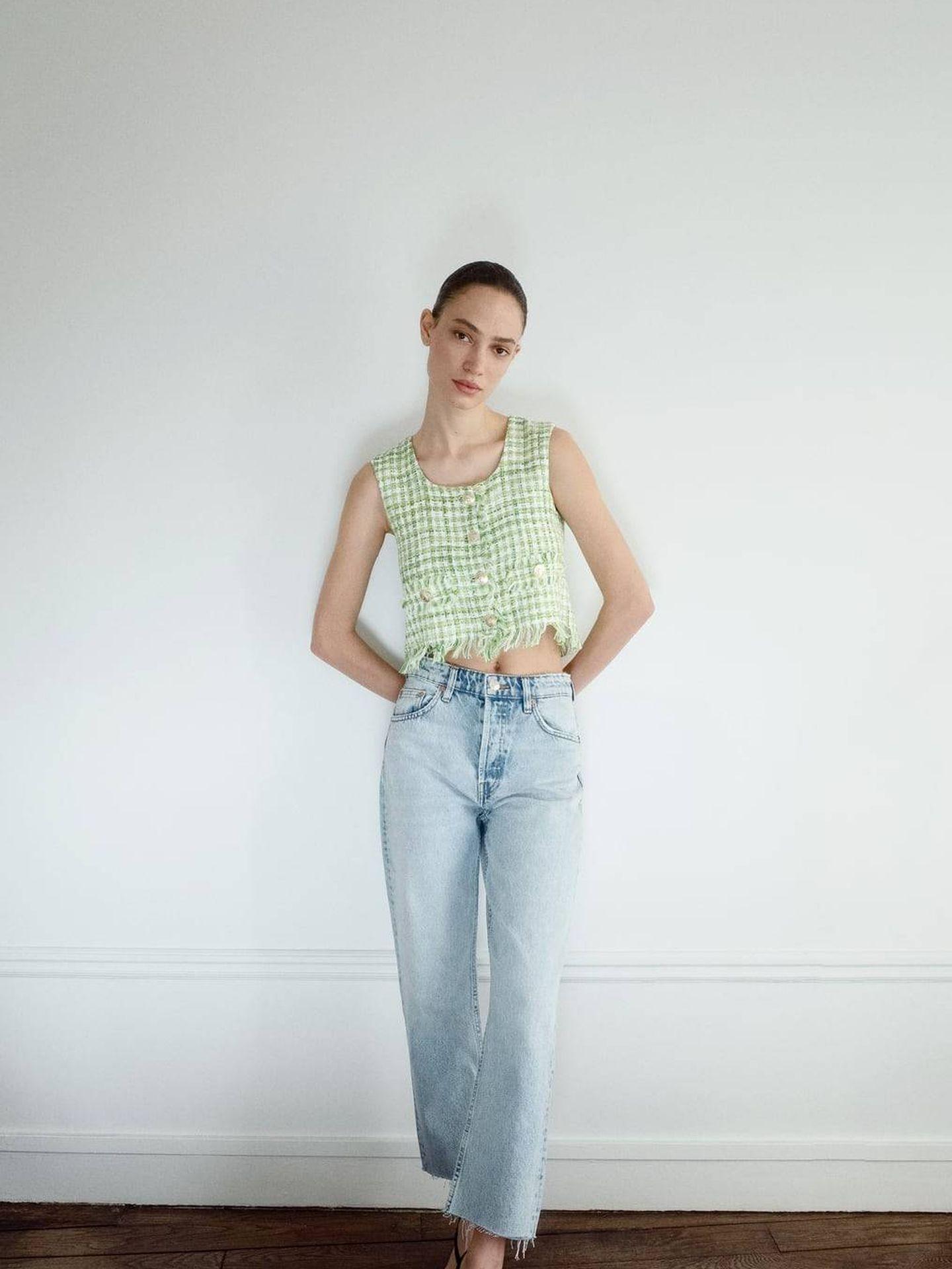 El top de tweed verde y blanco de Zara (Cortesía)