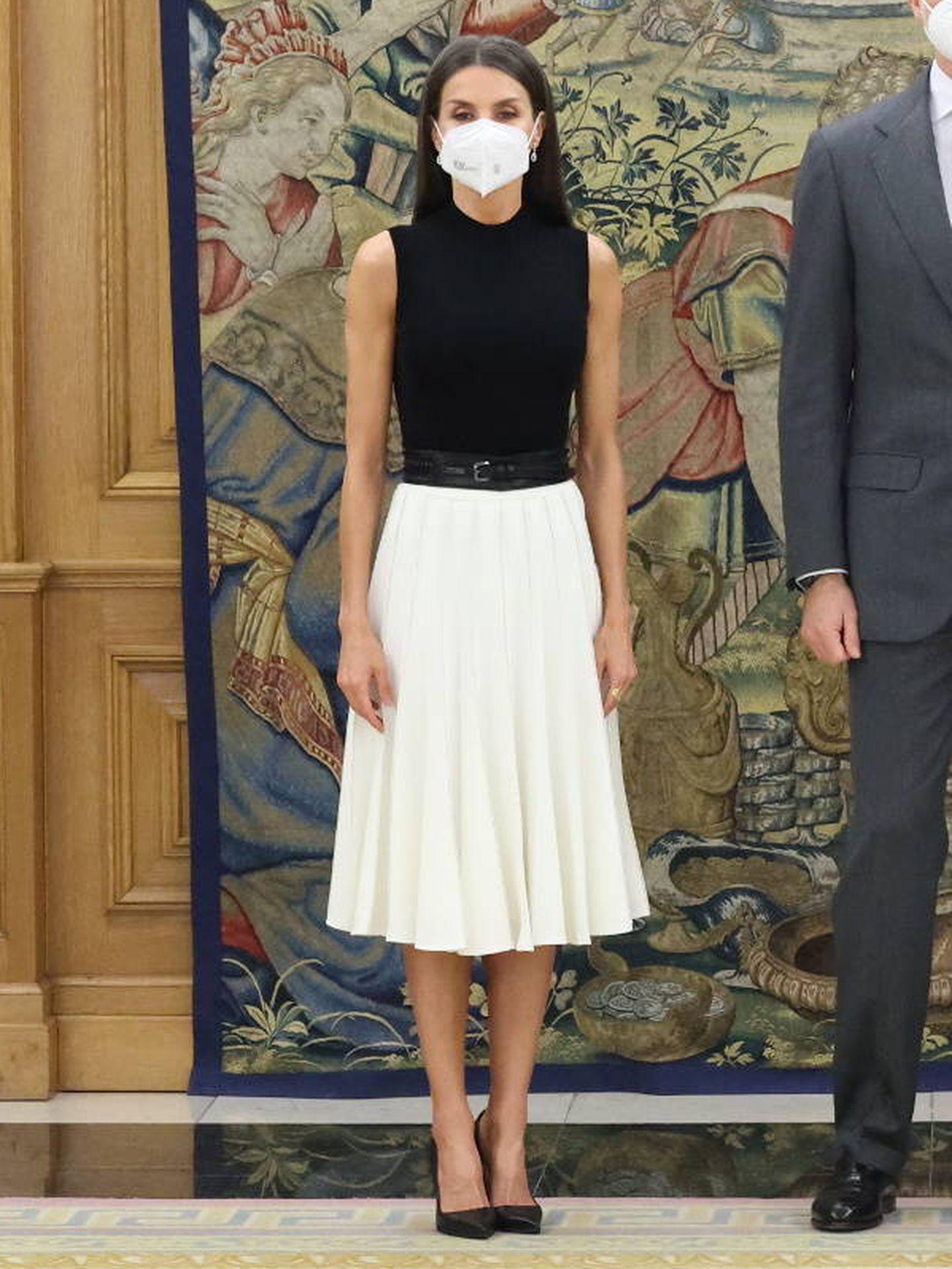 La reina Letizia, en su encuentro con el embajador del Reino Unido de Gran Bretaña e Irlanda del Norte en España, Hugh Elliott. (Casa Real)