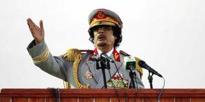 Gadafi compara la entrada de Franco en Madrid con su ofensiva en Benghazi
