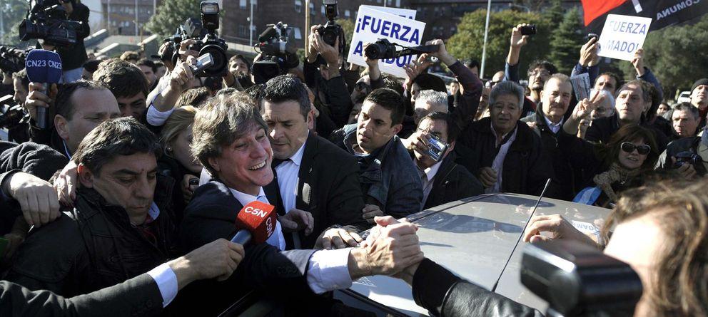Foto: El vicepresidente de Argentina, Amado Boudou, recibe el apoyo de simpatizantes al llegar al tribunal en Buenos Aires. (Reuters)