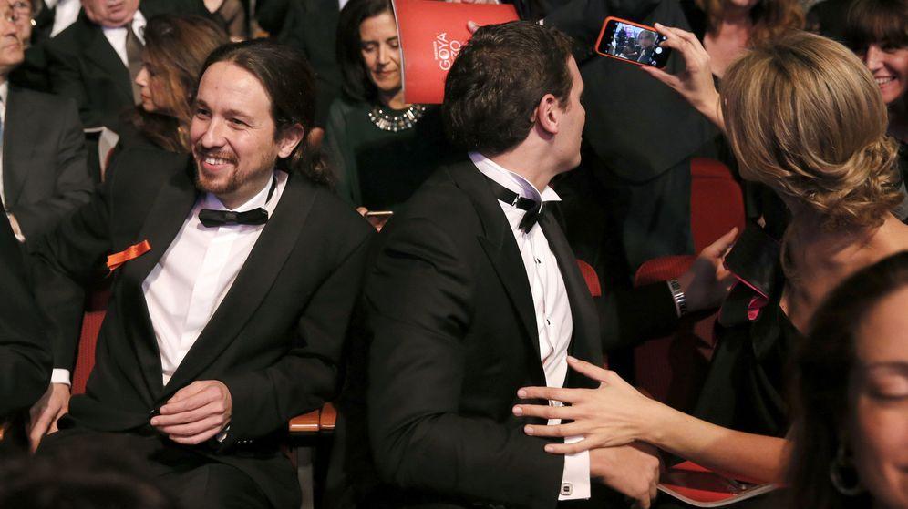 Foto: Pablo Iglesias y Albert Rivera, en la gala de los Premios Goya. (EFE)
