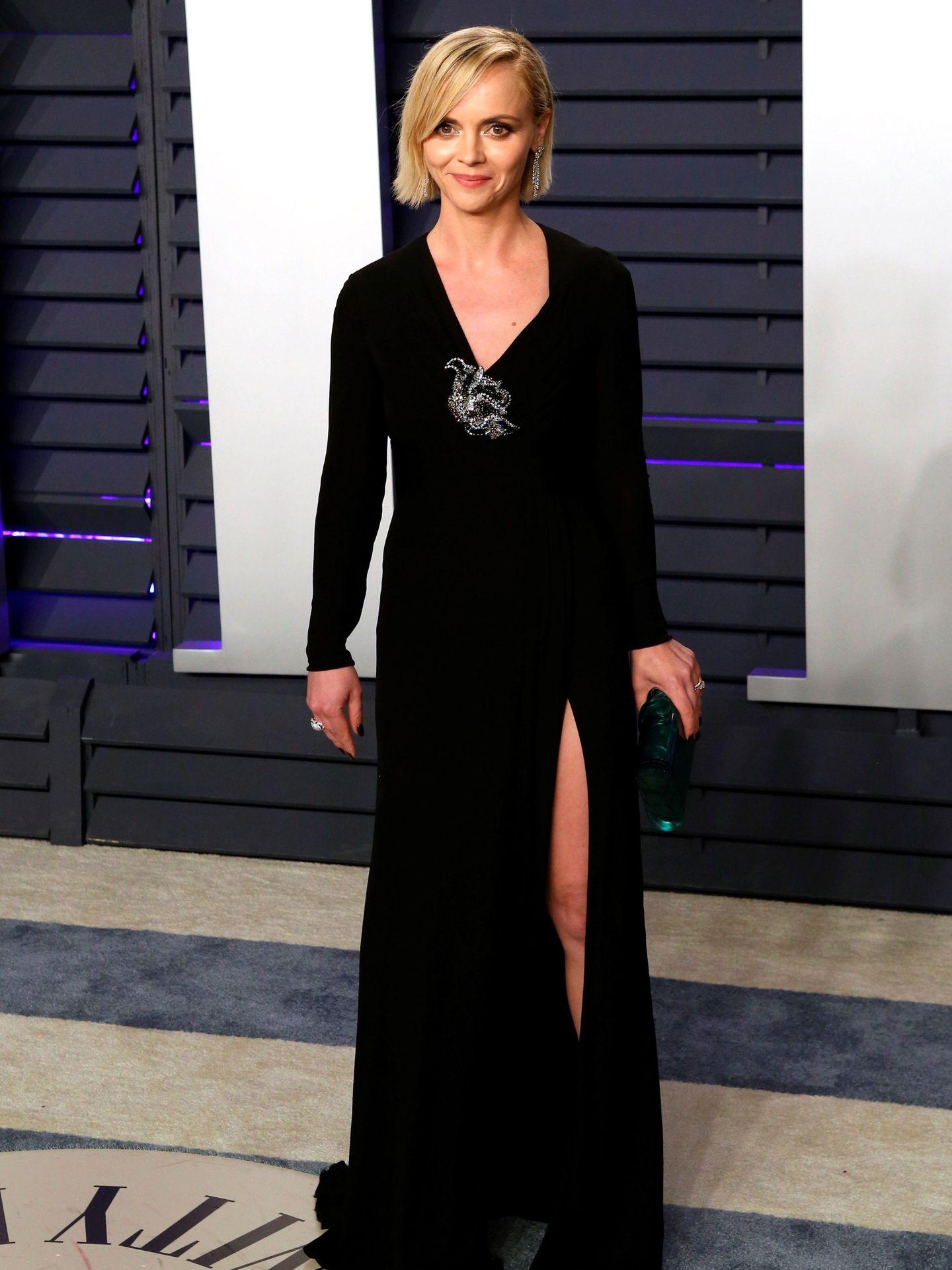 La actriz estadounidense Christina Ricci posa para los medios a su llegada a la fiesta Vanity Fair. (EFE)