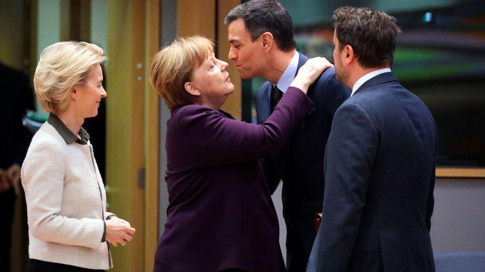 Foto: Von der Leyen, junto a Merkel, Sánchez y Bettel. (Reuters)