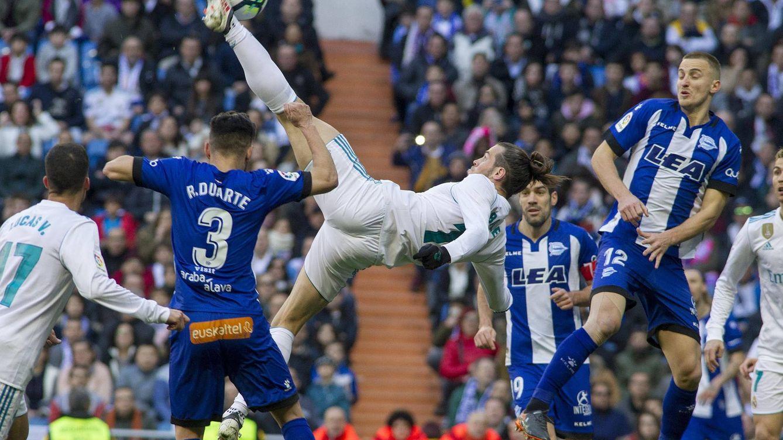 Foto: Bale, en un momento del partido ante el Alavés. (FOTO: Miguel Berrocal).