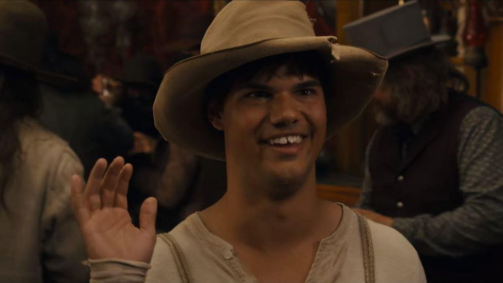 Taylor Lautner, de lobo sexy a tonto del pueblo