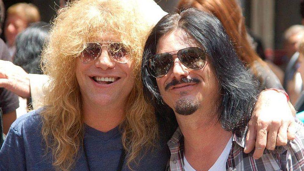 Foto: Steven Adler junto a quien fue guitarrista de Guns N' Roses. (Angela George/Wikipedia)