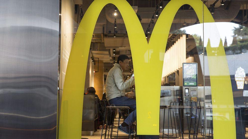 Foto: Los adolescentes no tuvieron que pagar nada por su comida en Mcdonalds (EFE/Jerome Favre)