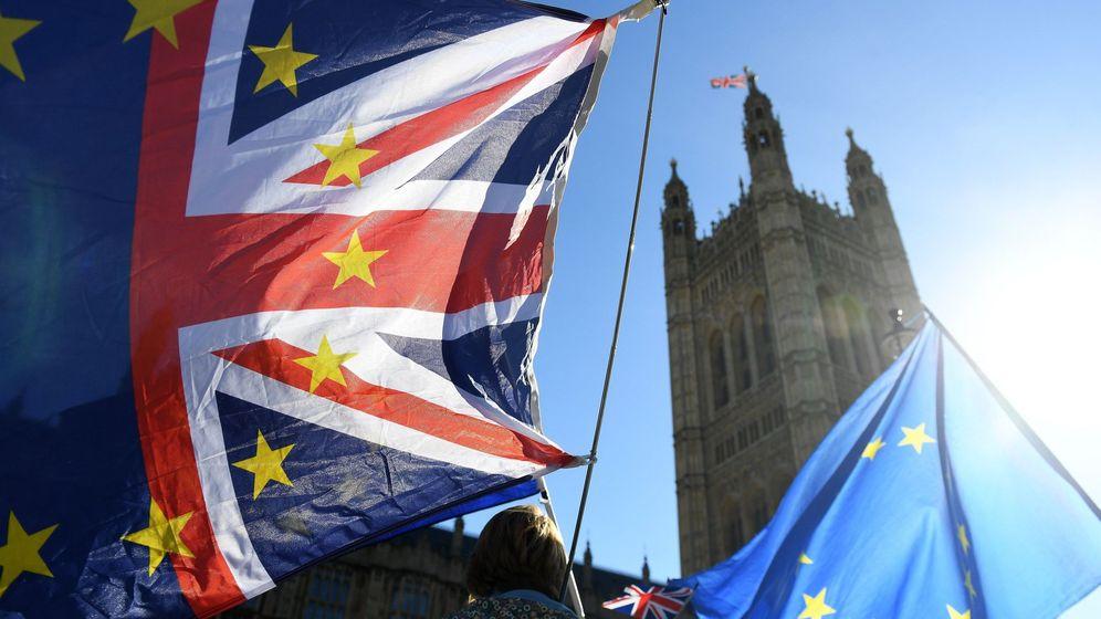 Foto: Manifestantes protestan contra el Brexit ante el Parlamento en Londres. (EFE)