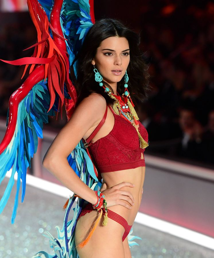Foto: Kendall Jenner en el desfile de Victoria's Secret en París. (Cordon Press)