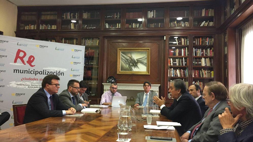 Foto: Presentación del libro Remunicipalización, ¿ciudades sin futuro? en la Asociación de la Prensa de Madrid. (EC)