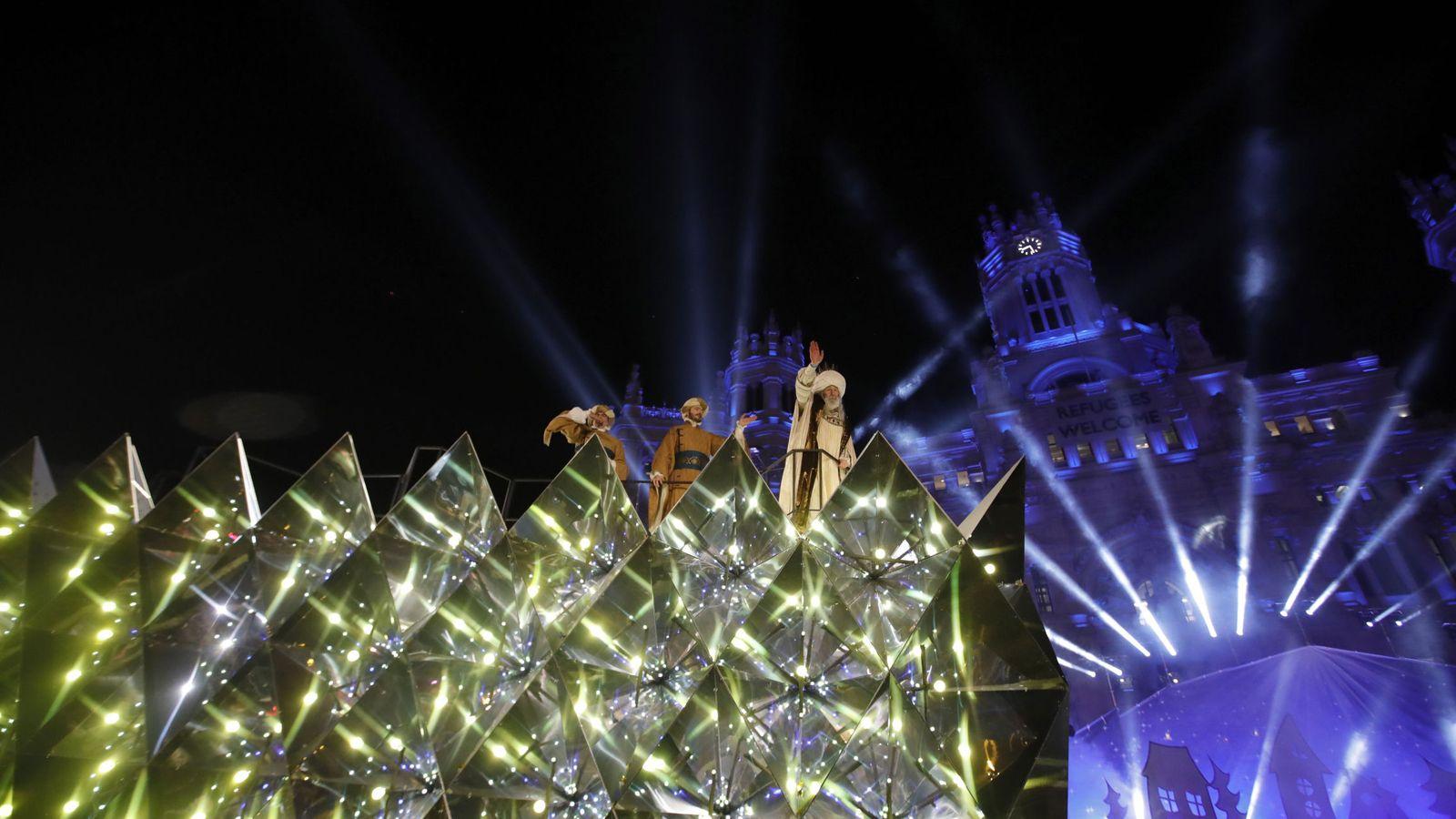 Foto: La carroza del rey Melchor, a su llegada a la plaza de Cibeles donde finalizó la cabalgata de Reyes en Madrid el pasado año. (EFE)