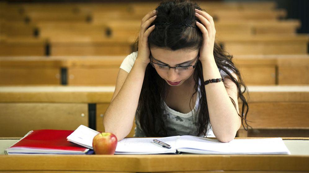 Foto: ¿Traicionarías a tus compañeros para obtener una mejor nota? (iStock)