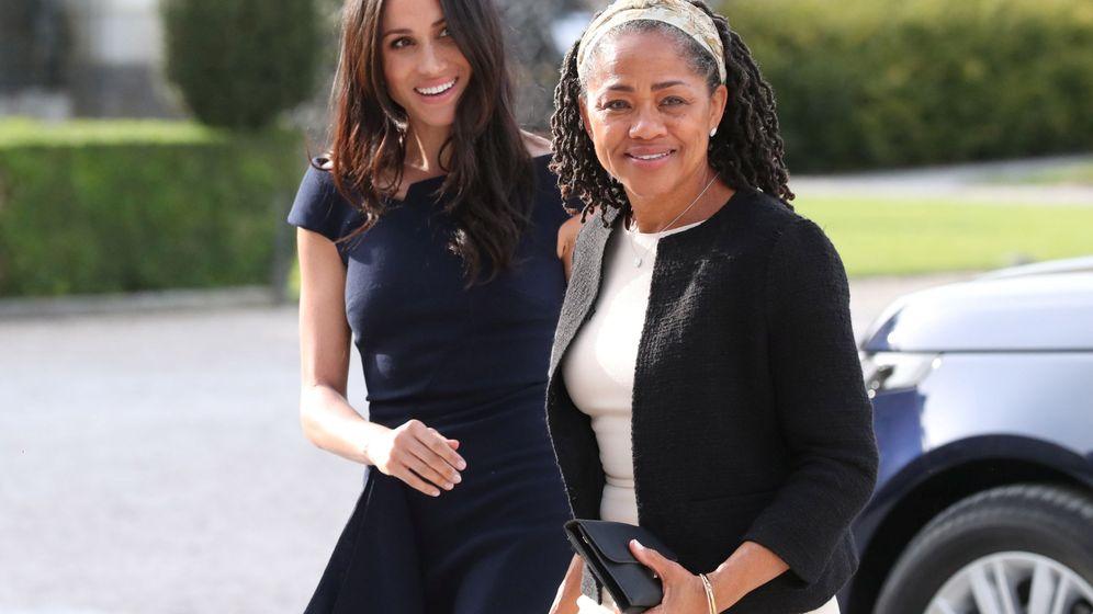 Foto: Meghan Markle y su madre a su llegada al hotel Cliveden House. (Reuters)