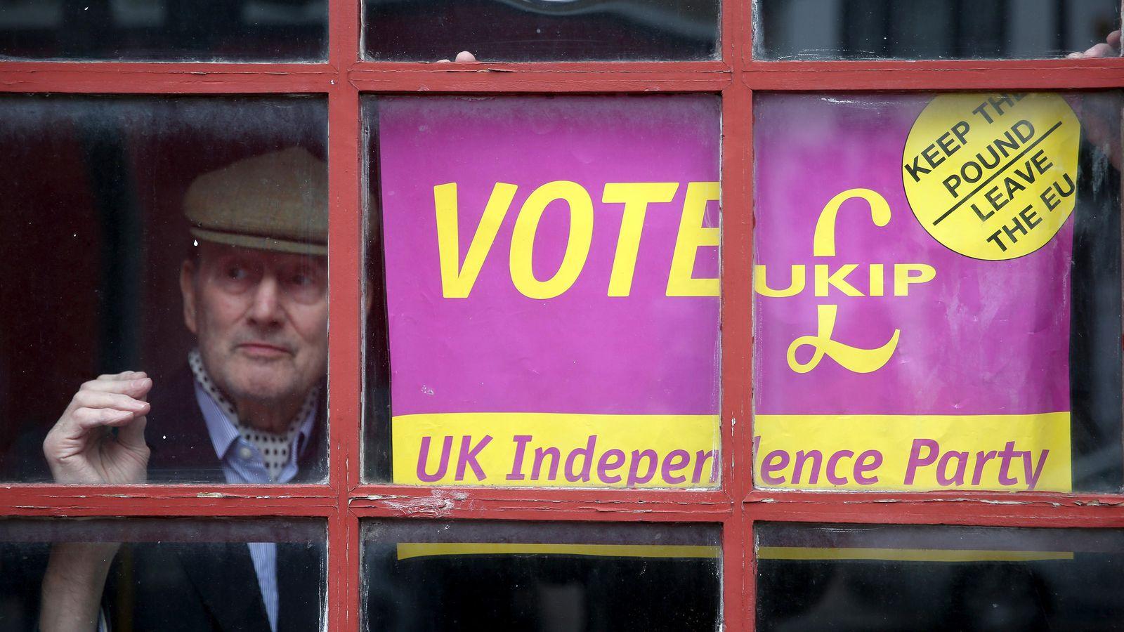 Foto: Propaganda electoral del partido independentista UKIP. (Reuters)