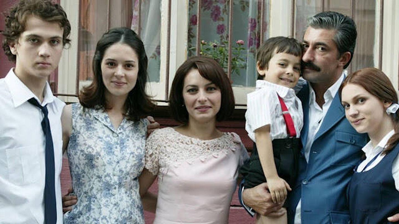 La familia Akarsu con sus cuatro hijos. (Kanal D)