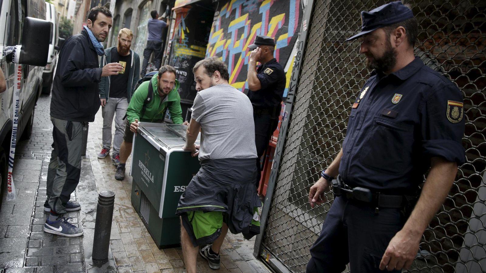 Foto: Desalojo de la última sede del colectivo Patio Maravillas. (Reuters)