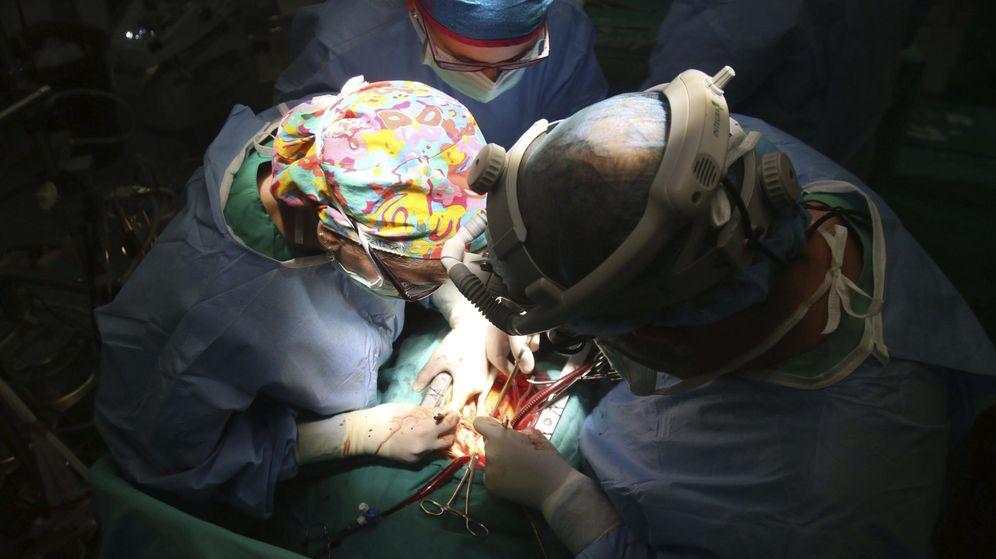 Foto: Operación de trasplante de corazón en el hospital Reina Sofía de Córdoba (Efe)