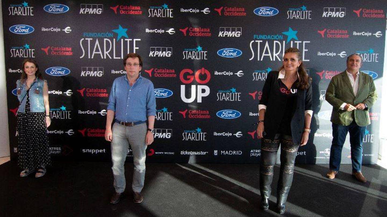 Andrea Levy y José Luis Martínez-Almeida, con Sandra García-Sanjuán. (Starlite)