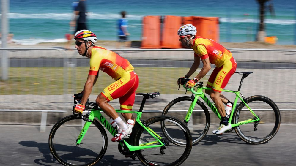 Foto: Purito y Valverde sobre las carreteras de Río (Leonardo Muñoz/EFE).