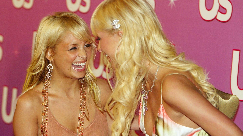 Nicole y Paris, cuando eran mejores amigas en 2004. (Getty)