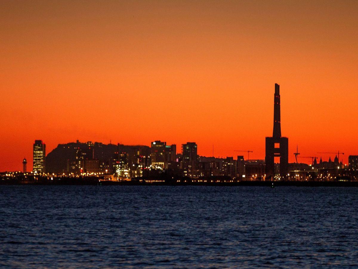 Foto: Imagen del atardecer en Barcelona. (EFE)
