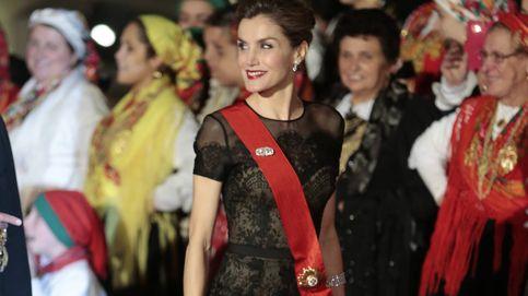 Letizia recupera su primer y acertado Carolina Herrera, pero pasa de tiaras