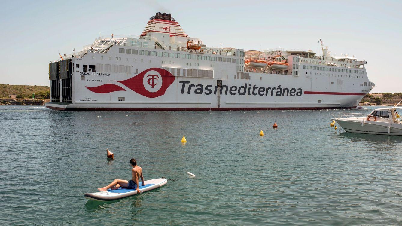 Los fondos rescatan Trasmediterránea con el apoyo de Botín y se quedan la naviera