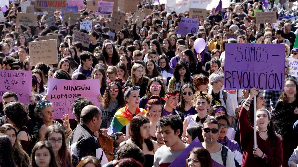 Foto: Estudiantes se manifiestan en Barcelona este 8 de marzo con motivo del Día Internacional de la Mujer. (EFE)