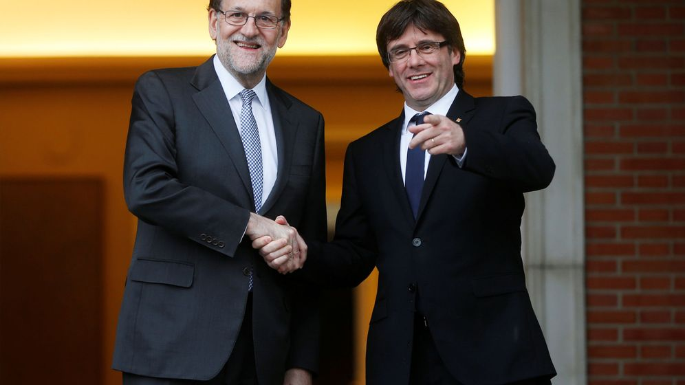 Foto: Mariano Rajoy recibe en 2016 a Puigdemont en la Moncloa. (EFE)