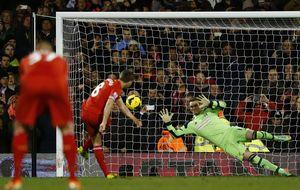 El Liverpool saca provecho de los tropiezos de Arsenal y Chelsea