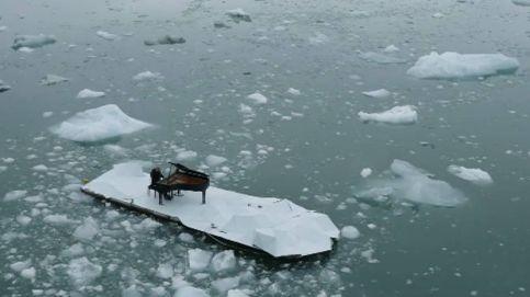 ¿Qué hace el músico Ludovico Einaudi tocando el piano en un glaciar ártico?