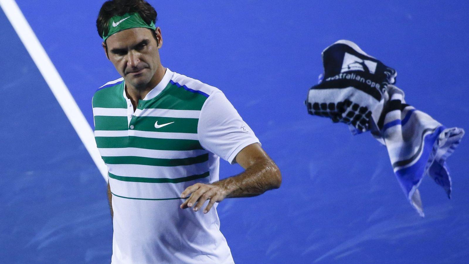 Foto: Roger Federer, en un momento de su partido ante Grigor Dimitrov en el Open de Australia (Efe).